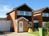 3 bedroom Detached house in Abbotswood Road...