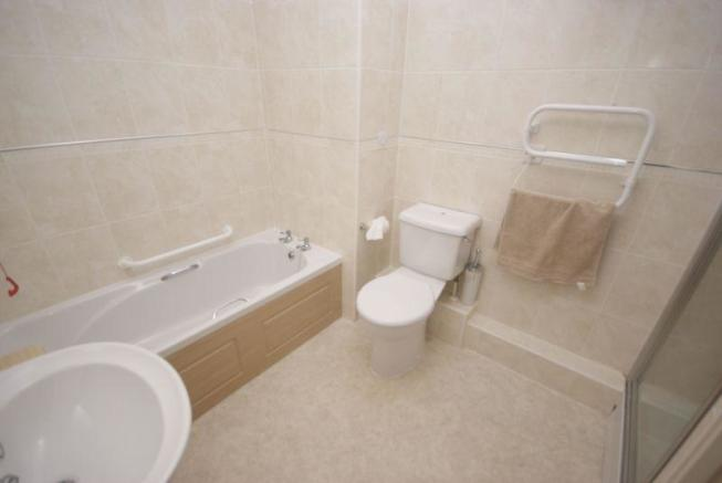 Bathroom/ Show...