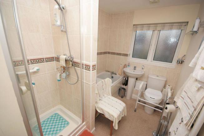 Bath/ Shower Room