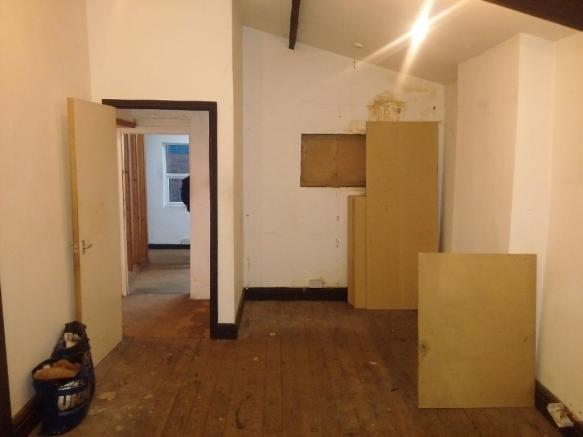 FIRST FLOOR REAR ROOM PIC2