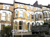 Flat in Woodland Road, London...