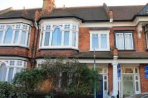 4 bed Flat to rent in Highlands Avenue, Acton