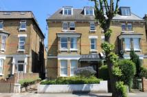 Flat to rent in Cumberland Park, Acton...