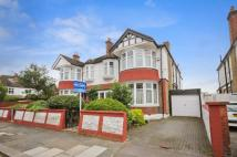 4 bed property in Kingsbridge Avenue, Acton
