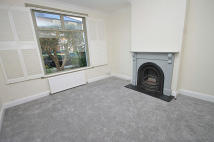 3 bed property to rent in Grove Place, Acton