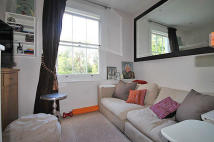 Flat to rent in Birkbeck Road