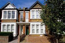4 bed home in Mill Hill Road, Acton