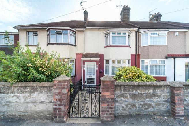3 bedroom terraced house for sale in abbey road gravesend for G kitchen gravesend
