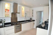 Town House to rent in Bounds Green