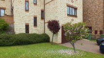 Ground Flat to rent in Greens Valley Drive...