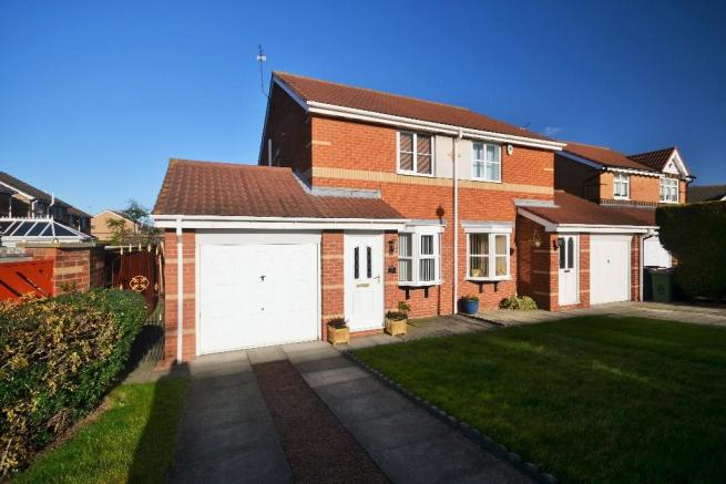 2 bedroom semi detached house for sale in dartmouth grove