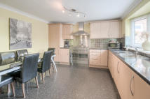 3 bed semi detached house in Manor Road, Earls Barton...