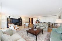 4 bedroom Flat in The Knightsbridge...
