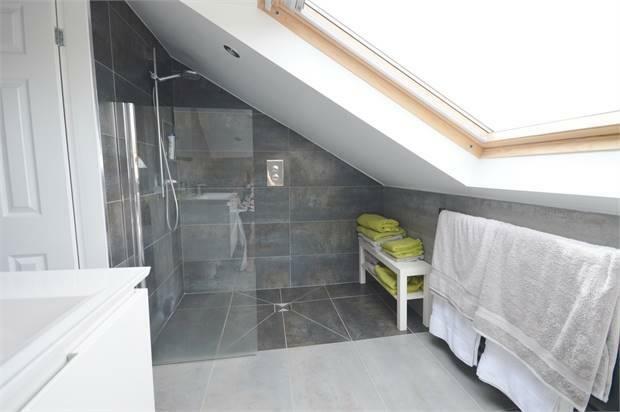 2nd Floor en-suite Reverse angle