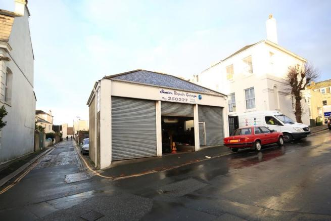 Garage for sale in plymouth pl4 for Plymouth garage doors