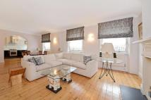 3 bedroom house in Campden Hill Mansions...
