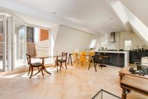 3 bedroom Flat to rent in Harrington Gardens...