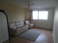 Rayleigh Road Flat to rent