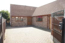 Detached Bungalow to rent in Bellhouse Road, Eastwood...