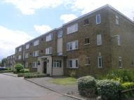 Flat to rent in Kneller Road, Twickenham...