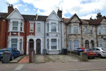 4 bed Terraced house in St Johns Avenue...