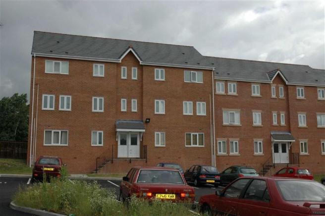 2 bedroom apartment to rent in queens rd monsall for Two bedroom apartments in queens