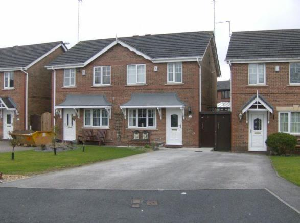 3 Bedroom Semi Detached House For Sale In Leaway Wardle