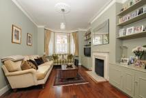 4 bed Terraced house to rent in Lavenham Road, SW18