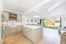 4 bedroom Terraced house in Lavenham Road, SW18
