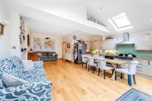 5 bed Terraced house in Sutherland Grove, SW18