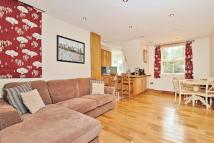 2 bed Flat to rent in Trentham Street, SW18