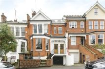 Flat for sale in Woodland Rise, London...