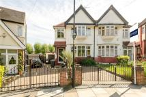 3 bed semi detached house in Gordon Road, London, N11