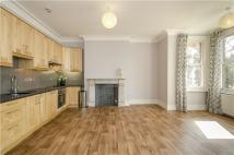 Flat to rent in Friern Barnet Lane...