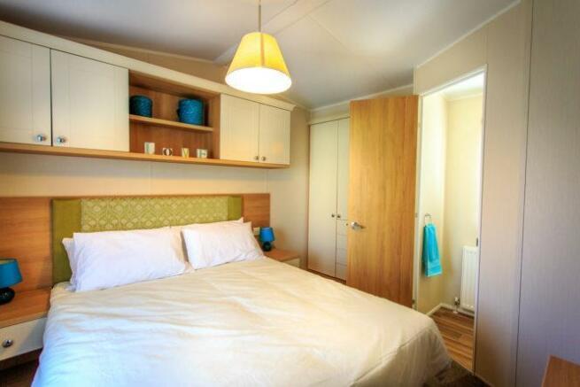 2014-Lyndhurst-38-x12-x-2-bed-Bedroom.jpg