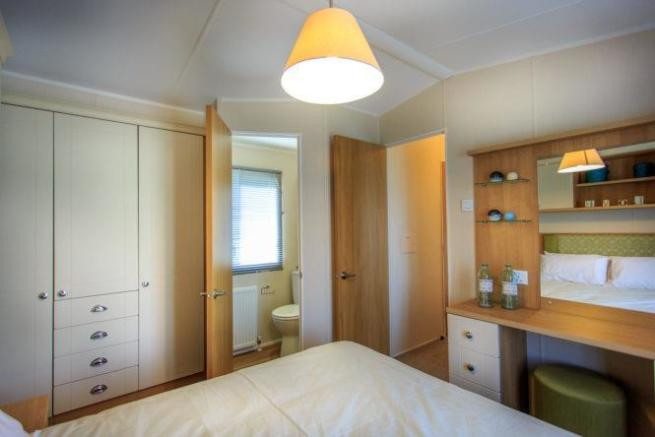 2014-Lyndhurst-38-x12-x-2-bed-Bedroom-en-suite.jpg