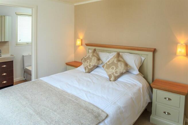 Sampool-Plantation-Lodges-9 Bedroom 4.jpg