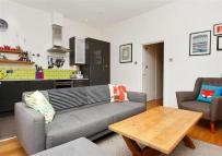 2 bedroom Flat in Streatley Road, Kilburn
