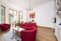 Flat to rent in Belsize Square...