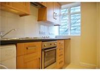 Studio flat to rent in Warren Court...