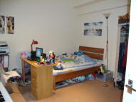 2 bed Flat in Warren Court...