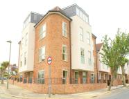 Flat to rent in Ravenscroft  Avenue...