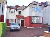2 bedroom Flat in Beechcroft Avenue...