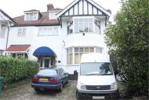 Flat to rent in Queens Road Hendon...