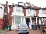 3 bedroom Flat in North End Road Golders...
