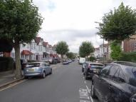 Flat to rent in The Drive Golders Green