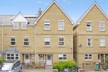 Town House to rent in Navigation Way Central...