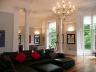 4 bed Flat in Clairmont Gardens...
