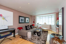 2 bedroom Flat for sale in St. James Close, London...