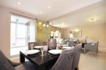 Flat to rent in St. Johns Wood Park...
